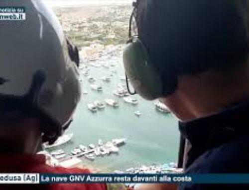 Lampedusa – La nave GNV Azzurra resta davanti alla costa