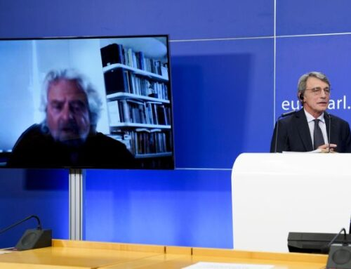 """Grillo """"Non credo nel Parlamento"""" e difende piattaforma Rousseau"""