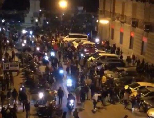 Coronavirus, protesta a Napoli con scontri contro il coprifuoco