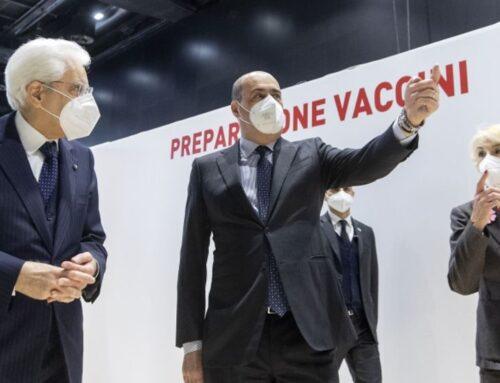 """Mattarella visita il centro vaccinale """"La Nuvola"""" a Roma"""