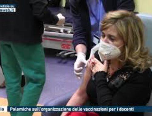 Catania, polemiche sull'organizzazione delle vaccinazioni per i docenti