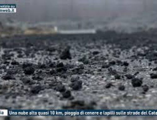 Catania, una nube alta quasi 10 km, pioggia di cenere e lapilli sulle strade del Catanese