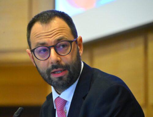 """Vino, Patuanelli """"Italia contraria alla proposta sulla dealcolazione"""""""