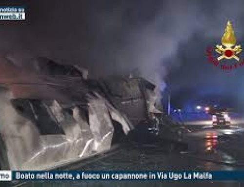 Palermo – Boato nella notte, a fuoco un capannone in Via Ugo La Malfa
