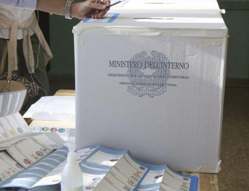 Urne aperte per i ballottaggi, alle 12 affluenza sotto il 10%